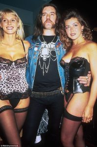 Pierwsze zdjęcie z Lemmy, które utkwiło mi w pamięci już na zawsze. Miałem może 10 lat. Już wtedy wiedziałem, że gość zna się na rzeczy.
